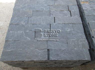 Kamenný obkladový pásek černý Gneis