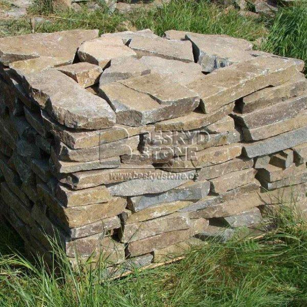 Kamenná dlažba štípaná Andezit nepravidelného tvaru