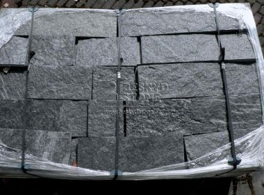 Kamenné formátované obklady a dlažby z Gneisu černého