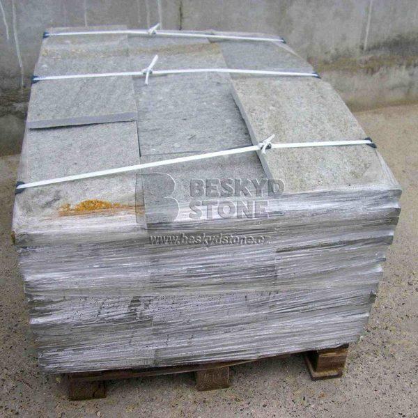 Kamenná formátovaná dlažba z Gneisu stříbrného