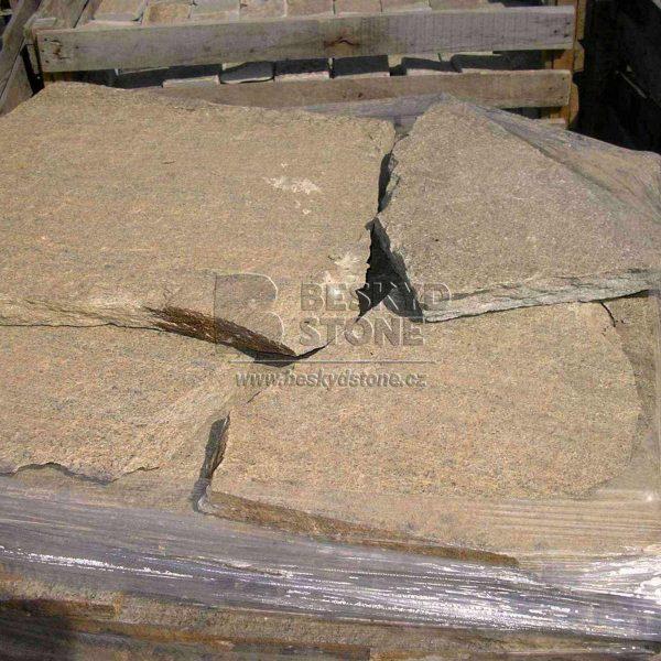 Kamenné obklady a dlažby Gneis štípané, nepravidelného tvaru