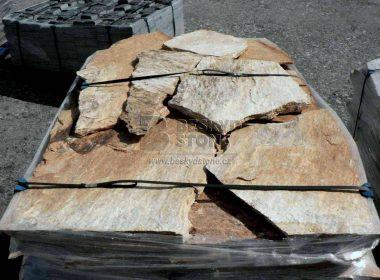 Obkladový a dlažební přírodní kámen Gneis zlatý nepravidelný - štípaný