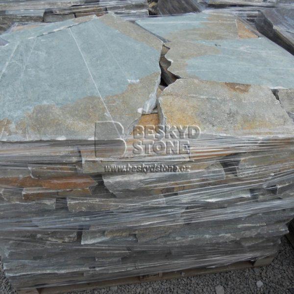 Kamenné obklady a dlažby štípané nepravidelného tvaru kvarcit