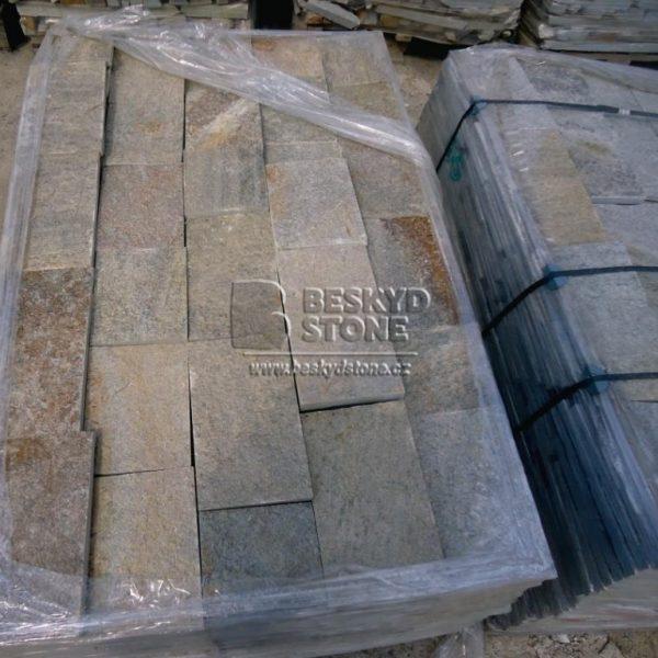 Kamenný obkladový pásek Gneis medový na fasády