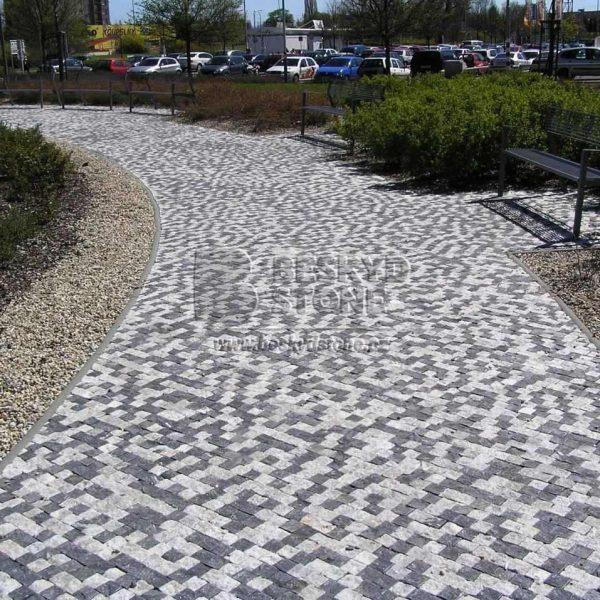 Zahradní chodník z řezané mramorové kostky bílé a černé