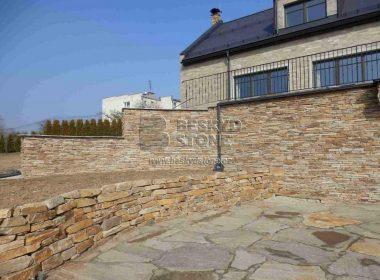 Realizace kamenné zídky z Gneisu hnědobéžového