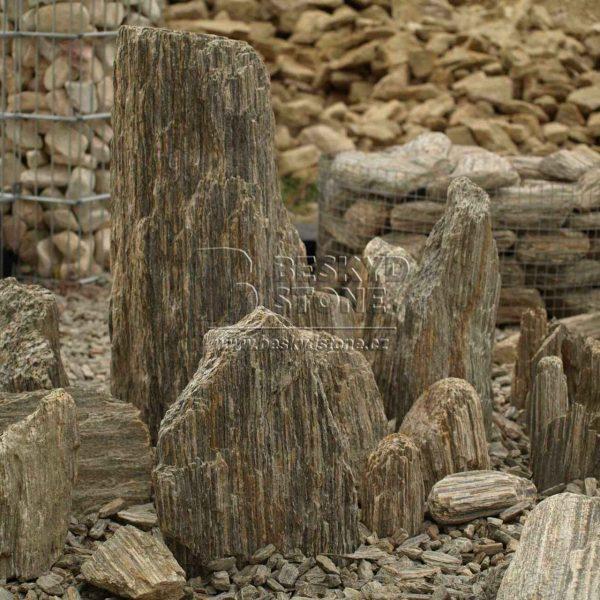 Solitérní kameny - zkamenělé dřevo